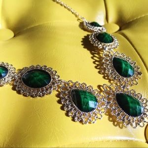 🏷BOGO-NWT emerald green/gold lace necklace